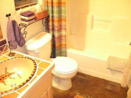 Casitas de Gila Guesthouses: simple bath