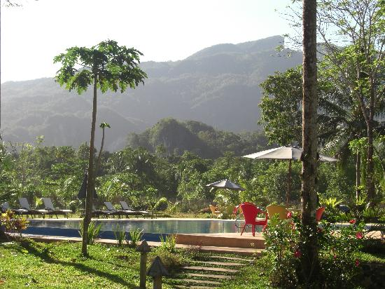Daluyon Beach and Mountain Resort: Pool at the Daluyon.