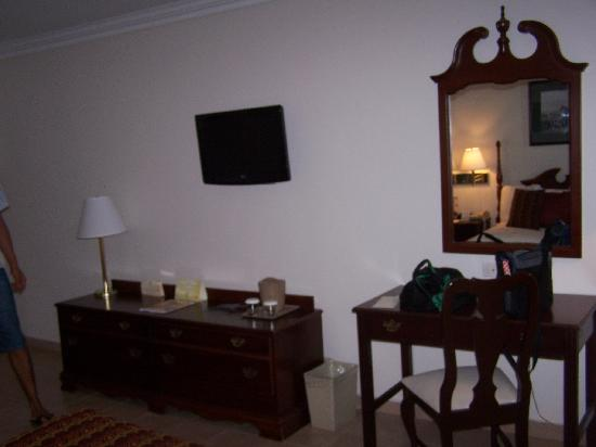 Continental Hotel & Casino: La habitación