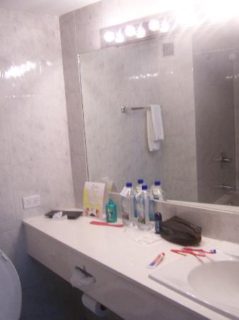 Continental Hotel & Casino: El baño