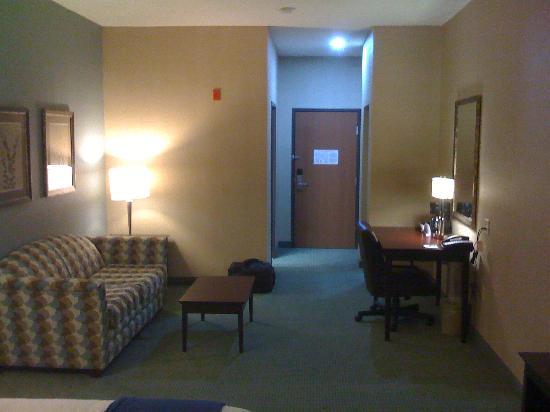 Holiday Inn Express Hotel & Suites Meriden: Room