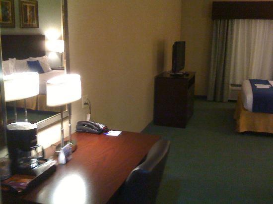 Holiday Inn Express Hotel & Suites Meriden: Desk