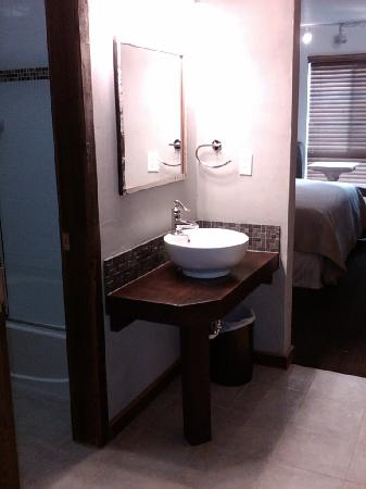 968 Park Hotel: Upgraded Bathroom/Sink