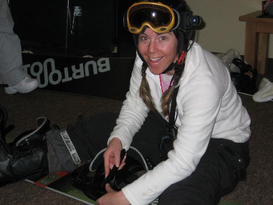 SheRide Snowboard Camp for Women: Coach Emily changing bindings