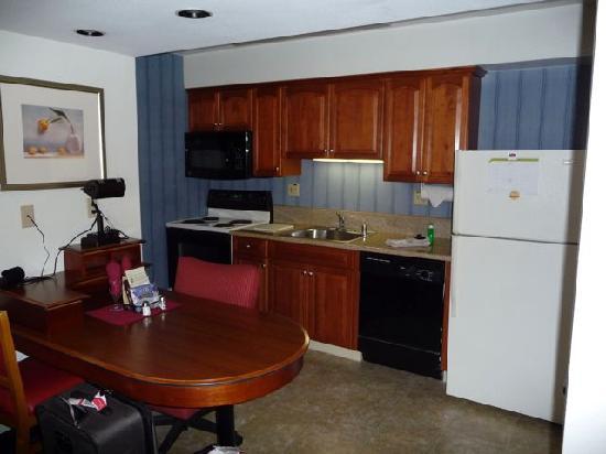 Residence Inn Anaheim Maingate: Kitchen