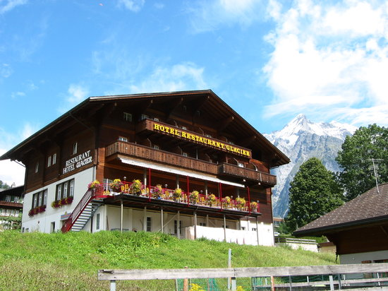 Hotel Glacier: Front view with Wetterhorn