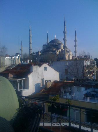 Emine Sultan Hotel & Suites: View of the Blue Mosque from the Terrace