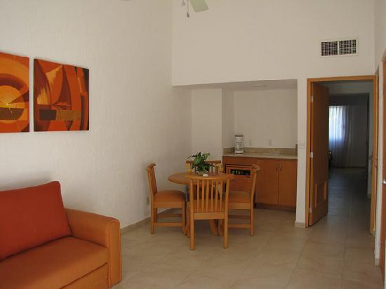 Laguna Suites Golf & Spa: living room