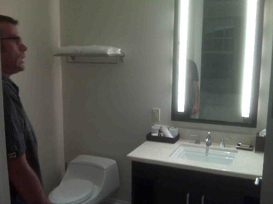 Key West Marriott Beachside Hotel: guest bathroom