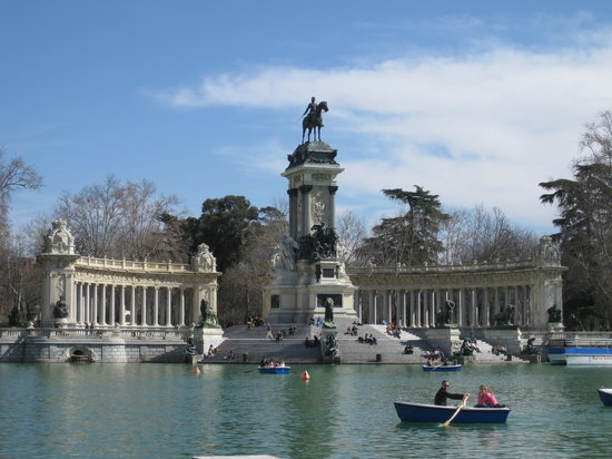 Madrid, Spain: Alfonso monument retiro park