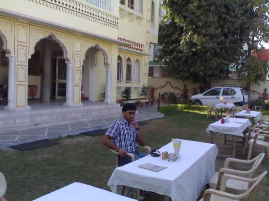 Krishna Palace: in the garden