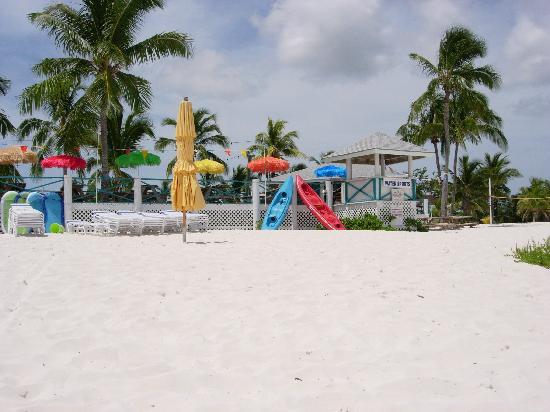 Treasure Cay Beach, Marina & Golf Resort : Bar de la plage avec qqles activités