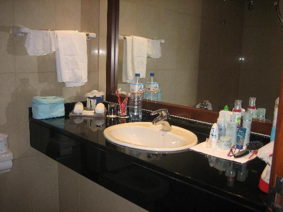 J5 Rimal: Bathroom