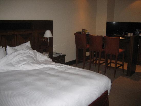 J5 Rimal: bed/kitchen area