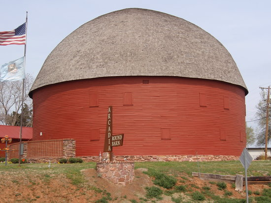 ‪The Old Round Barn‬