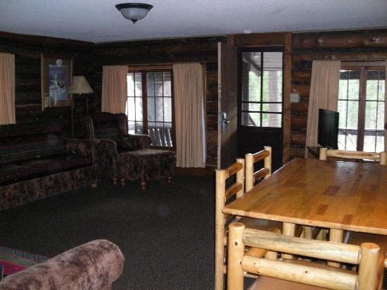 Sylvan Lake Lodge: Living Room