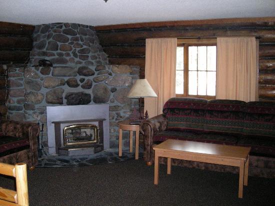 Sylvan Lake Lodge: Fireplace