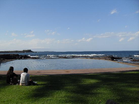 The Sebel Harbourside Kiama: stunning rockpool opposite hotel