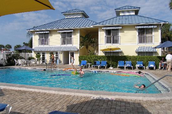 Naples Courtyard Inn: Two suites located on 2nd floor just by the pool