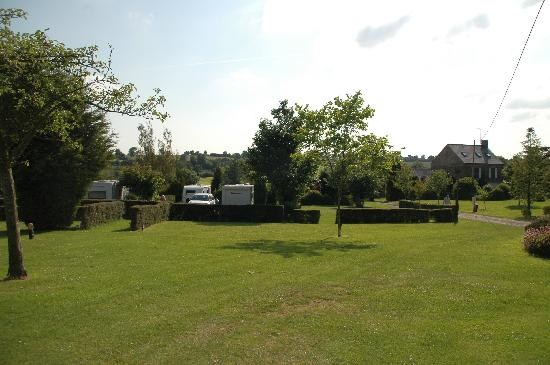 Camping Le Puits : Camping Area