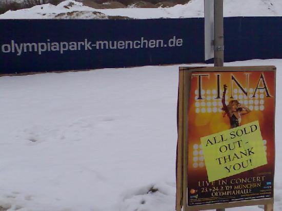 Arthotel ANA im Olympiapark: Olympiahalle München (opposite the hotel)