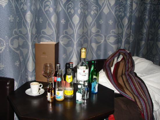 Grand Hotel Amrath Amsterdam: Attacked the mini bar