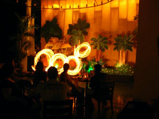 Centara Karon Resort Phuket: Dinner Entertainment