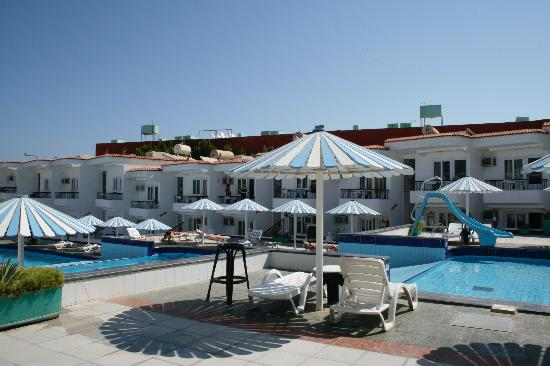 Sand Beach Hotel: pool area