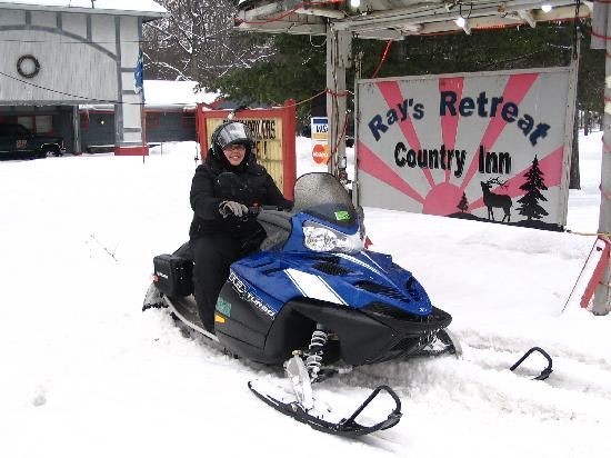 Ray's Retreat Country Inn: Sled in front of Sign
