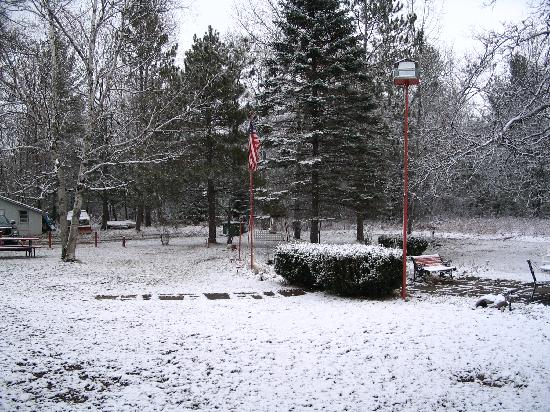 Ray's Retreat Country Inn: early snow fall