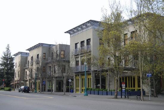 Hotel Healdsburg Exterior 3 09