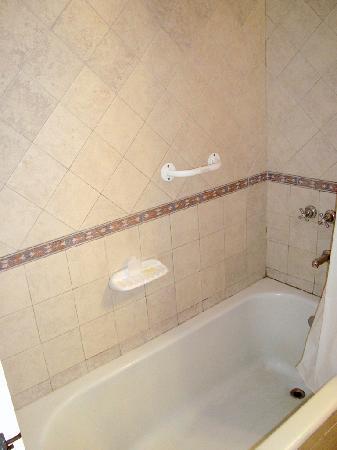 Gran Hotel Orly: The bathtube