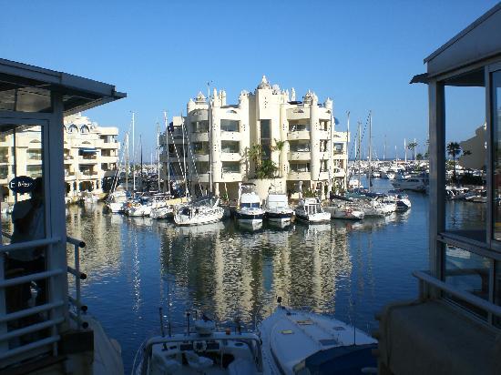Les transats et les chambres d 39 en face picture of hotel mac puerto marina benalmadena - Mac puerto marina benalmadena benalmadena ...