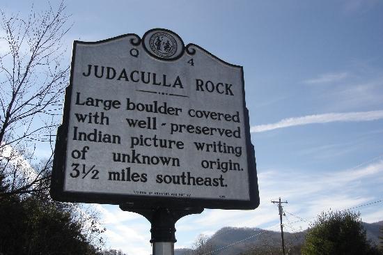 Judaculla Rock : Marker leading the way