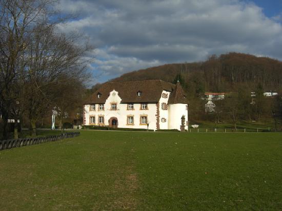 Gaestehaus am Wasserschloss: Next door is a parc with the Wasserschloss