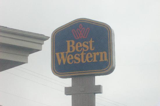 Motel 6 Hillsville: Best Western Sign