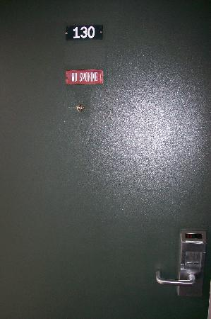 Motel 6 Hillsville: Room Door