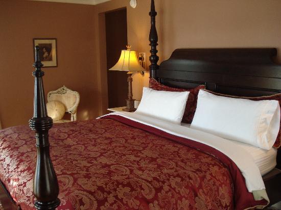 The White House Inn: Bedroom in Room 2