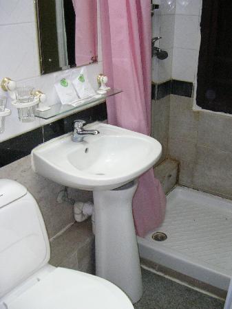 Wing Sing Hotel: Bathroom