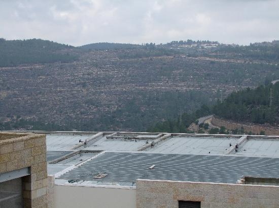 Ein Kerem Hotel: The view from the breakfast room/ restaurant