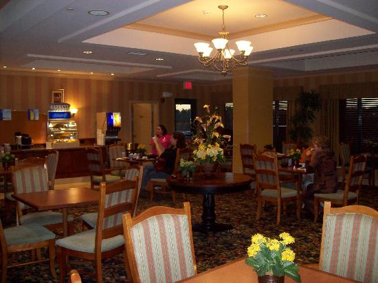 Holiday Inn Express & Suites Florence I-95 & I-20 Civic Ctr: The breakfast area