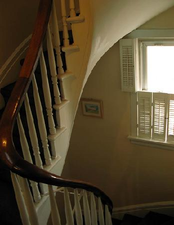 Fort Place Bed & Breakfast: The staircase that leads to the second floor (not squeaky!)