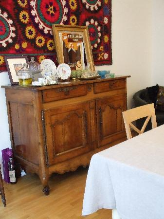 Chez Dominique: Old furniture in dining room (from the age of Louis 15th!)