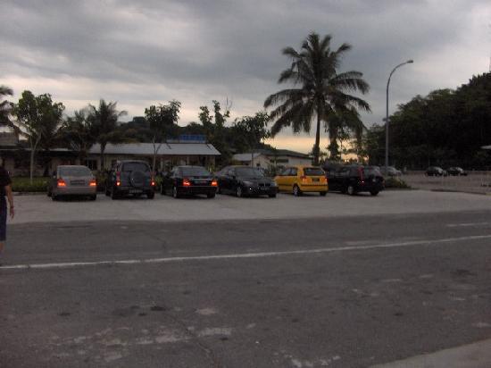 City Beach Resort : Car park and Seafood Restaurant