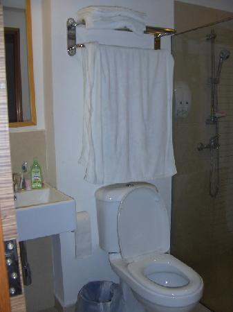 City Beach Resort: Toilet