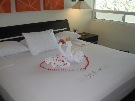 Camino Real Manzanillo: Surprise Room Service Decor
