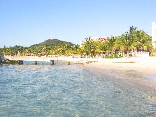 Infinity Bay Spa and Beach Resort: West Bay Beach