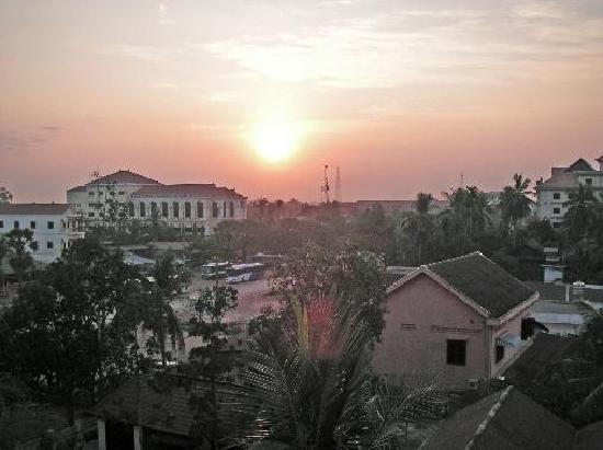 Kingdom Angkor Hotel: ホテルからみた朝焼け