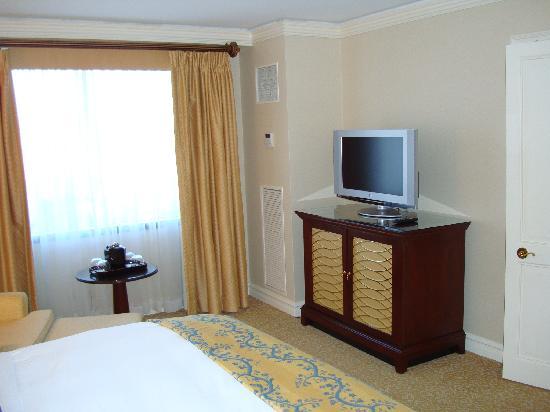 The Ritz-Carlton, Pentagon City: Bedroom TV