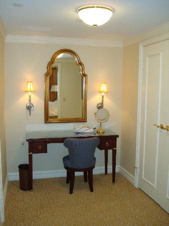 The Ritz-Carlton, Pentagon City: Bedroom Dressing Area